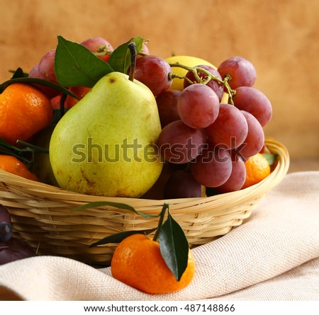 Assorted fruit (grapes, pears, mandarins)