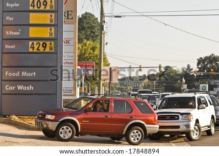 ATLANTA, GA - SEPTEMBER 22 Line forms and causes traffic for metro-Atlanta gas station due to shortage and consumer panic on September 22, 2008 in Cobb County, Georgia - stock photo