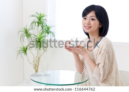 attractive asian woman relaxing in the cafe