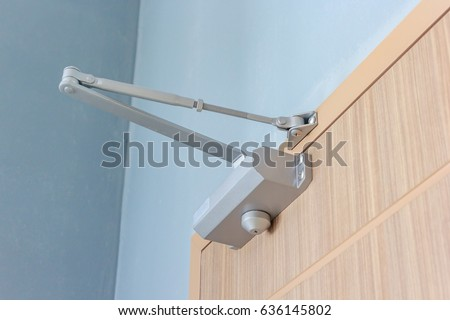 automatic hydraulic device leaver hinge door closer holder detail
