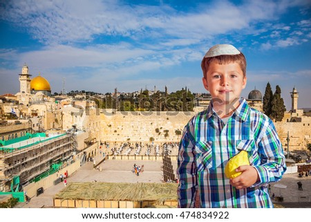 Autumn holiday Sukkot. The greatest shrine of Judaism. The Western Wall of the Temple is preparing for evening prayer