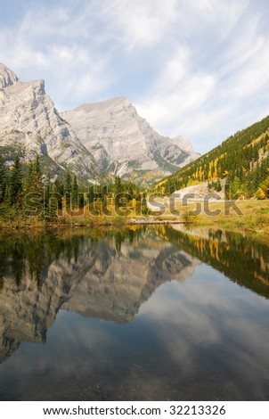 Autumn view of a reflection pond and mountains in kananaskis country, Alberta, Canada