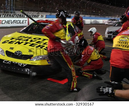 AVONDALE, AZ - APRIL 17: Michael Annett's pit crew make a tire change during one of the caution laps during the NASCAR Nationwide Series at Phoenix International Raceway, on April 17, 2009