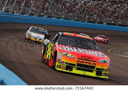 AVONDALE, AZ - NOV 14: Jeff Gordon (24) at speed in the Kobalt Tools 500 race on Nov 14, 2010 at the Phoenix International Raceway in Avondale, AZ.