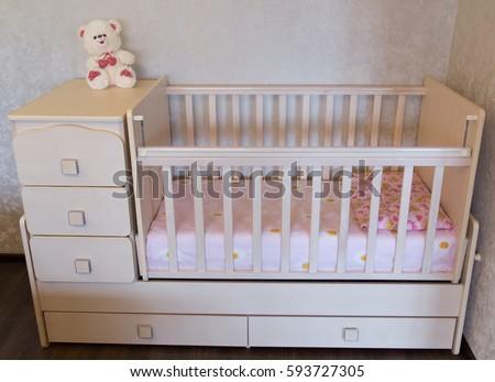Baby Crib Bed Child Foto de stock (libre de regalías)593727305 ...