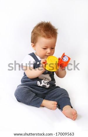 Baby plays with the collection of the small cups