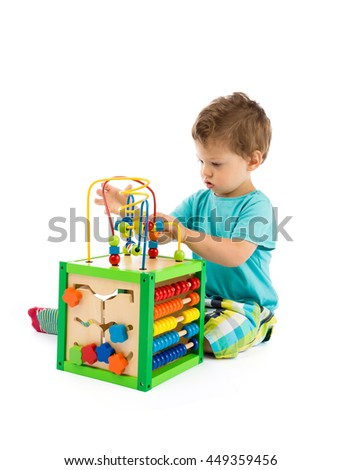 baby playswith toys