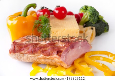 Bacon and cheese with vegetables