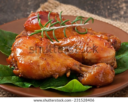 Baked chicken drumsticks in honey-mustard marinade - stock photo