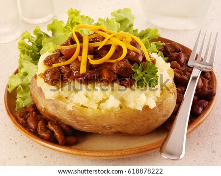 BAKED POTATO WITH CHILLI CON CARNE AND CHEESE