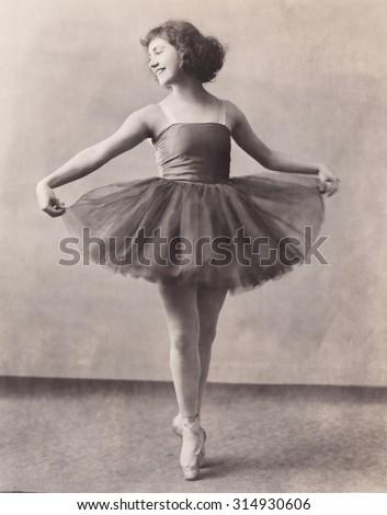 Ballerina en pointe - stock photo