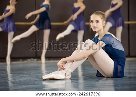 Sada uzivatele bezikus ve sluzbe for Dance where you sit on the floor