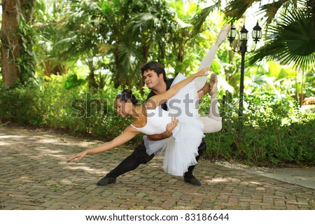 Ballet couple practicing in the park
