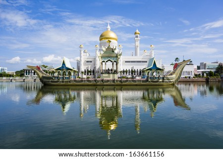 BANDAR SERI BEGAWAN(BSB), BRUNEI-NOV. 4:Masjid Sultan Omar Ali Saifuddin Mosque and royal barge in BSB, Brunei November 4, 2013.Brunei plan to implement sharia law soon. - stock photo