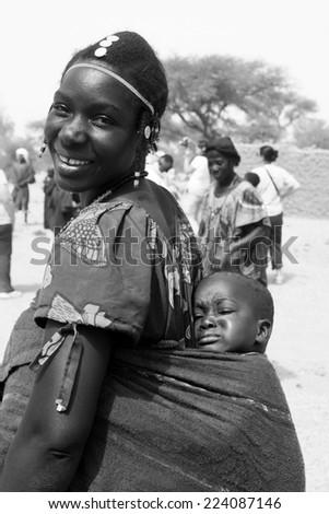 BANDIAGARA, MALI - SEPTEMBER 30, 2008:  Unidentified woman with her baby in bandiagara in the Mopti region in Mali on september 30, 2008, Bandiagara, Mali - stock photo