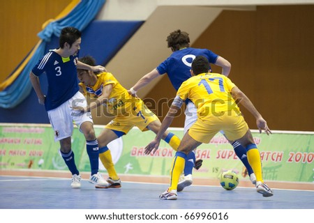 BANGKOK - DECEMBER 11 : Thailand vs Japan, Bangkok Futsal Super Match 2010,Kritsada Wongdaeo (Yellow) fight  Kitahara and Watanabe (Bule) on DECEMBER 11 -12, 2010 in Bangkok Thailand. - stock photo