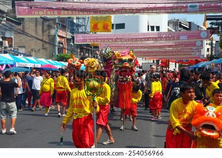 BANGKOK - February 19: Dragon dance performers work their way through large crowds during Chinese new year celebrations on February 19, 2015 Bangkok, Thailand. - stock photo