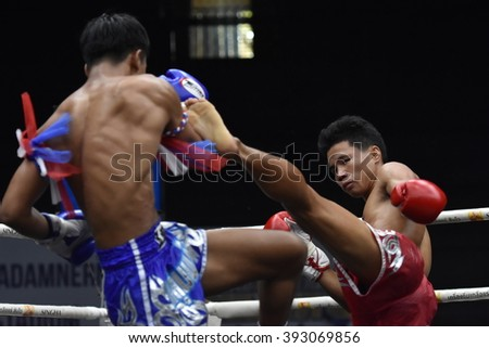 BANGKOK - MAR13:Khunphon Noi Si Sam Ang  (R) fights with Desel Noi O.Sakao Rat in thai boxing competition - Battle Of Sor.Sommai d at Rajadamnern stadium on March 13, 2016 in Bangkok.