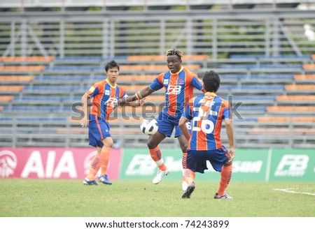 BANGKOK - MAR 27: M.moise(c) in Thai Premier League (TPL) between thai port fc (Orange) vs Army Utd (green) on March 27, 2011 at  Pat Stadium in Bangkok Thailand