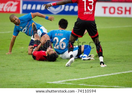 BANGKOK - MARCH 26: T.DANGDA (c) hurt at Thai Premier League (TPL) between TOT SC (Blue) vs Muangthong Utd (red) on March 26, 2011 at Yamaha Stadium in Bangkok Thailand