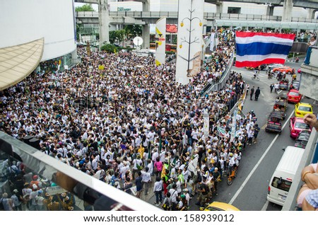 BANGKOK - Sep 22: Protesters hold an anti-Mae Wong Dam rally on September 22,2013 in Bangkok, Thailand. The protesters known as Stop EHIA Mae wong Dam by walking 388 Km. from Mae wong to Bangkok.