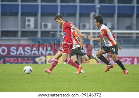 BANGKOK THAILAND - APRIL 1 : Cleiton Silva (L) in action during Thai Premier League (TPL) between BEC Tero (red) VS Chiangrai Utd (White) at Thebhussadin on April 1,2012 in Bangkok,Thailand.