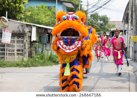BANGKOK, THAILAND - April 4 2015: Unidentified people of parade Local tradition Thailand, Thai people playing chinese lion dance to celebrate of Songkran (Thai new year / water festival)
