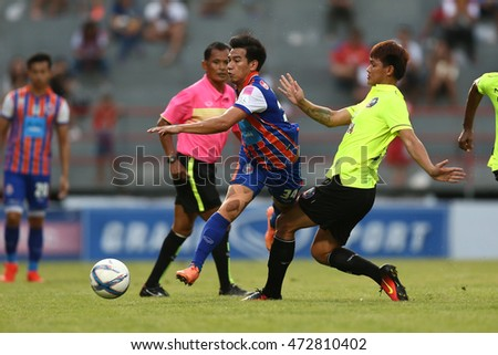 BANGKOK THAILAND-AUG21:Nitipong Selanon(Red) of Thai Port Fc in action during Yamaha League One 2016 between Thai Port Fc and Samutsongkhram FC at PAT Stadium on August21,2016 in Bangkok Thailand