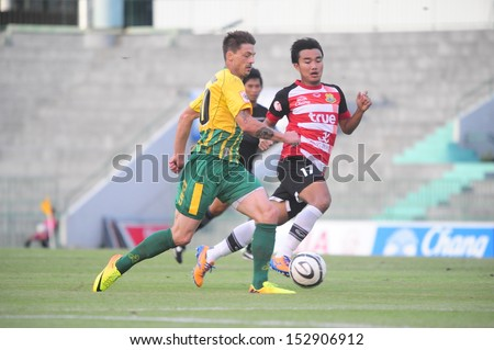 BANGKOK, THAILAND - AUGUST 4 : Bjorn Lindemann (G) in action during Toyota Thai Premier League between Army Utd. (G) vs Pattaya FC (R) on August	4, 2013 at Army Stadium in Bangkok Thailand
