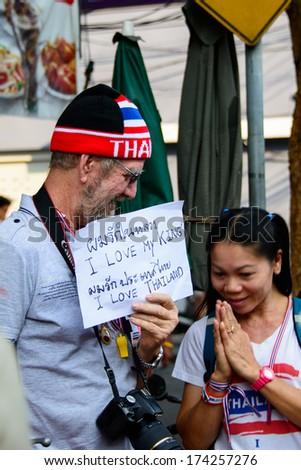 BANGKOK, THAILAND - JAN 13, 2014: The western foreigner express how he love Thailand's king and Thailand during anti-government protesters march along a street