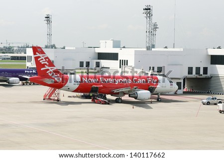 air asia background Airasia airbus a320 passenger jets on the tarmac in sepang, malaysia, in  november indonesia airasia flight 8501, an airbus a320,.