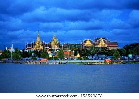 "BANGKOK, THAILAND-MAY. 30 :The rehearsals Royal barge procession on the Chao Phraya river for a traditional royal ""Kratin"" ceremony marking the end of buddhist lent on May 30, 2006 in Bangkok  - stock photo"