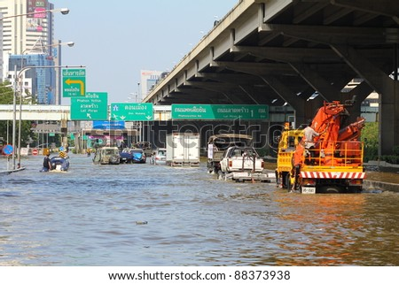 BANGKOK THAILAND - NOVEMBER 8 : Heavy flooding from monsoon rain from north Thailand arriving in viphavadee Road sutthisan junction on November 8, 2011 in Central Bangkok, Thailand.