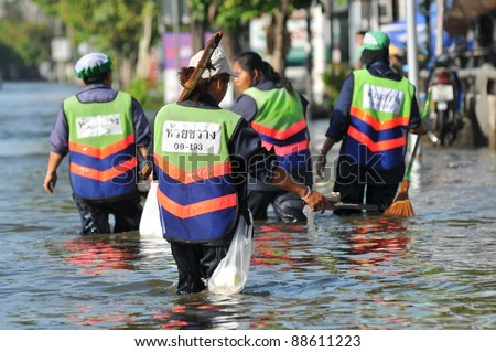 BANGKOK, THAILAND -NOVEMBER 9: Heavy flooding from monsoon rain in Ayutthaya and north Thailand arriving in Bangkok on NOVEMBER 9, 2011 in Bangkok, Thailand. - stock photo