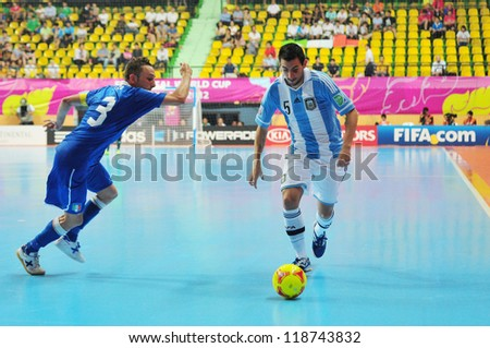 BANGKOK, THAILAND - NOVEMBER 5 : Unidentified players in FIFA Futsal World Cup Thailand 2012, Group D match between Argentina and Italy at Nimibutr Stadium on November 5, 2012 in Bangkok, Thailand.