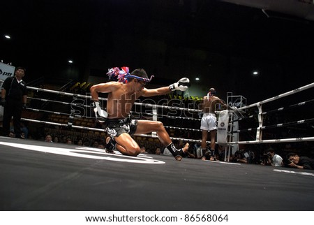 BANGKOK, THAILAND- SEPTEMBER 25 : Unidentified fightes in Thai Fight:Muay Thai. World's Unrivalled Fight on September 25, 2011 at Thammasat University Convention Center, Bangkok, Thailand
