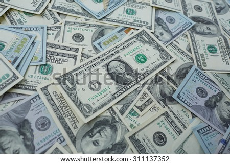 banknotes to one and one hundred USD