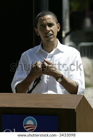 Barak Obama giving a press conference in Reno following a campaign rally and speech