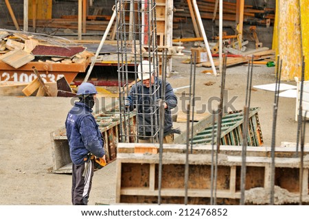 BARCELONA - JANUARY 8: Spanish construction worker, construct a major build on January 8, 2014 in Barcelona, Spain. - stock photo