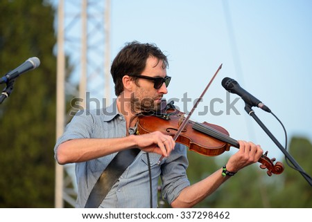 BARCELONA - JUL 4: Andrew Bird (musician, songwriter, and multi-instrumentalist) performs at Vida Festival on July 4, 2015 in Barcelona, Spain.