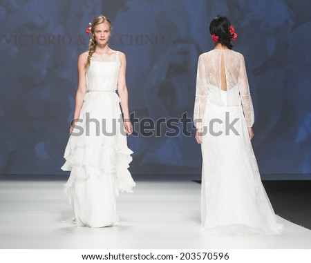 BARCELONA - MAY 07: models walking on the Victorio & Lucchino bridal collection 2015 catwalk during the Barcelona Bridal Week runway on May 07, 2014 in Barcelona, Spain.