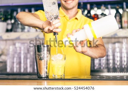 Bartender mixing a cocktail with american free pouring style
