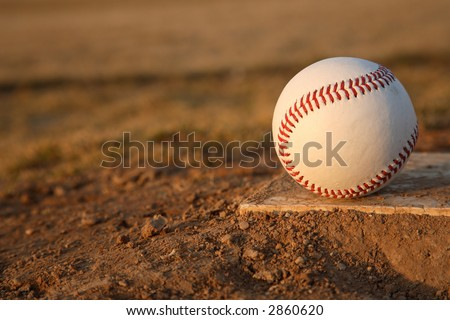 baseball restingon the rubber of the pitchers mound
