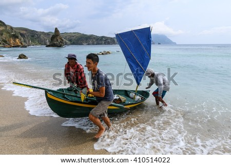 BATANES, PHILIPPINES - APRIL 12, 2016 : Diura fishermen returning from a day at sea at Diura fishing village on the island of Batan in Batanes, Philippines.