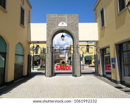 Outlet Center Stock Images, Royalty-Free Images & Vectors | Shutterstock