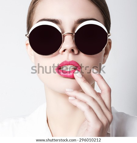 Beautiful fashion photo of young magnificent woman with bright make-up and sunglasses