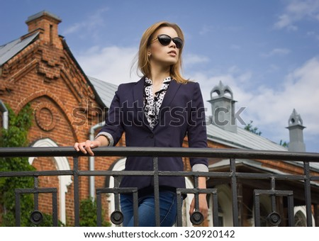 Beautiful fashion woman wearing sunglasses  walking on the european street