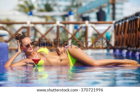 beautiful girl in sunglasses with fresh watermelon juice cocktail in luxury pool. strawberry margarita. Woman relaxing at the pool with cocktail. Beautiful brunette girl in pool with tropical cocktail