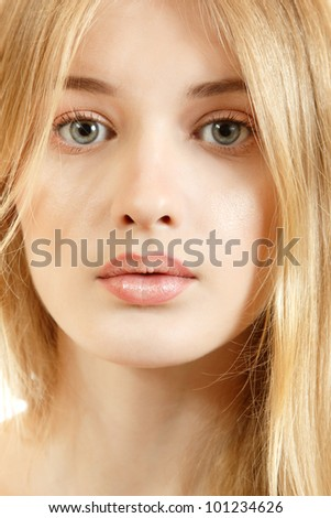 Duck face girl with blonde hair can suggest