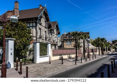 Beautiful house on the Avenue de Ceinture. Enghien-les-Bains - commune in northern suburbs of Paris Enghien-les-Bains is famous as a spa resort and a well-to-do suburb of Paris. - stock photo